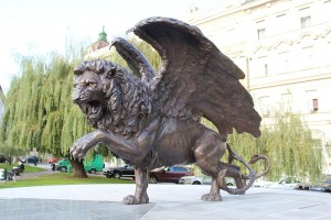 az15_wingedlionstatue